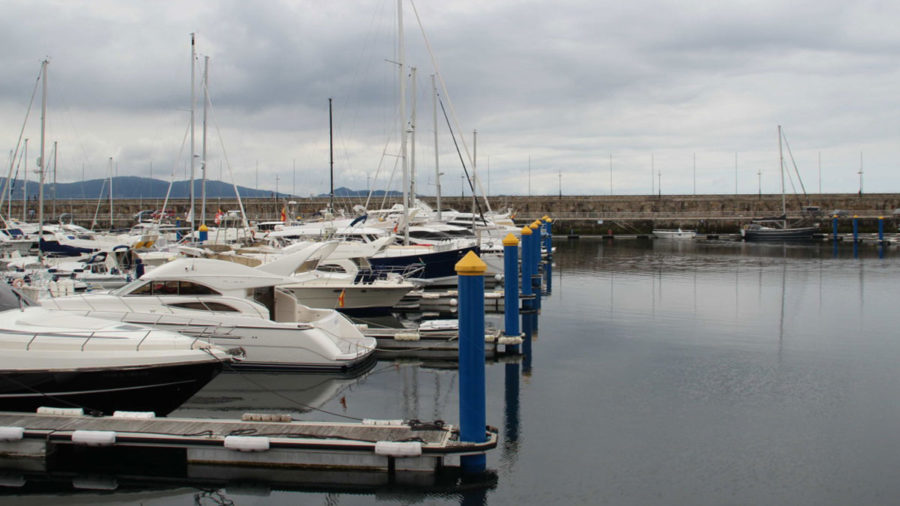 Nauta pone a punto el puerto deportivo de Sanxenxo
